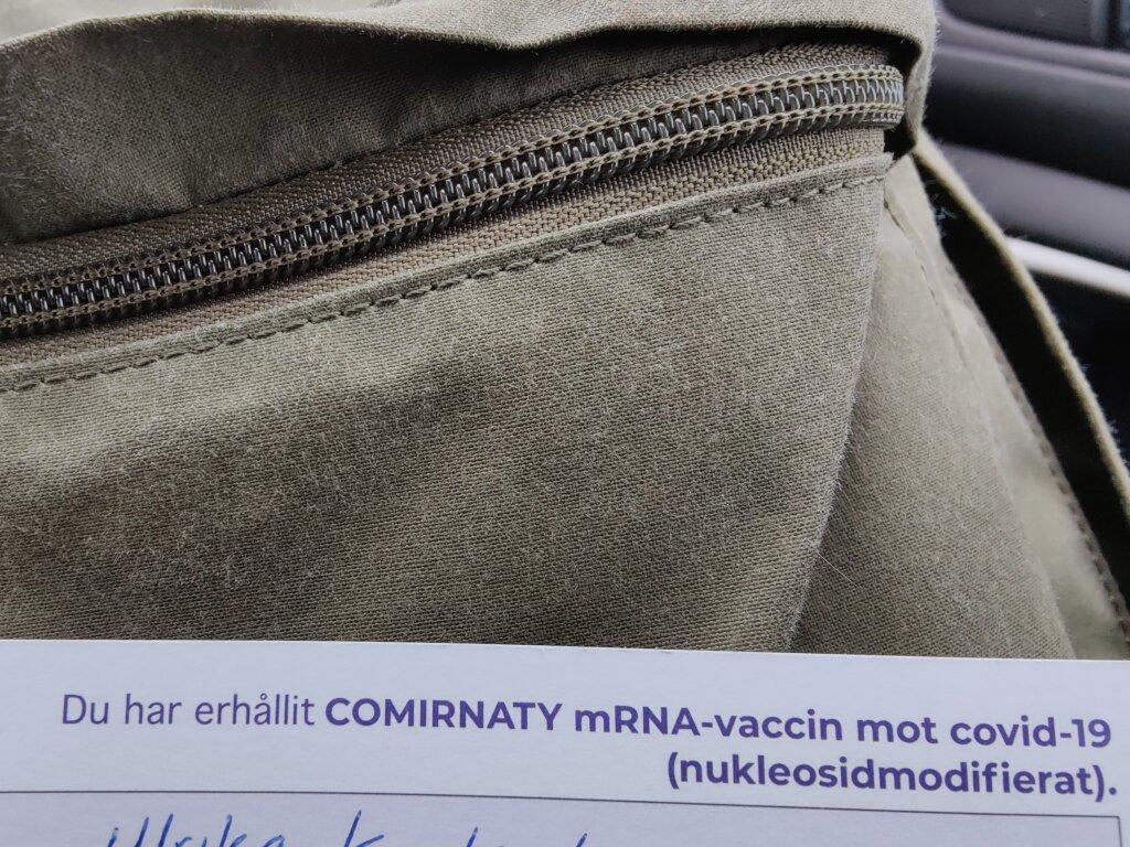 Bilden visar en del av ett vaccinationsbevis där det står att jag erhållit första dosen covidvaccin.